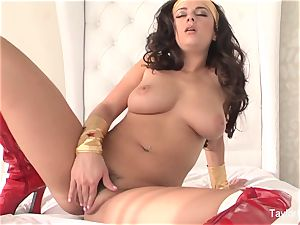 Wonder gal taylor plays with her puss