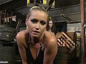 Kathia Nobili flog the tongue of sweetie woman