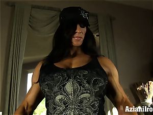 Muscle roped cougar uses her glass dildo till she ejaculates