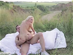Victoria Puppy - naked bombshell in nature