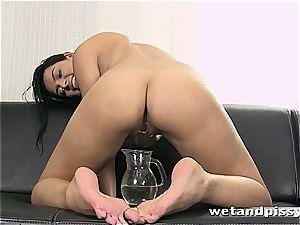 bombshell Kira goddess makes her stocking a filth with urinate
