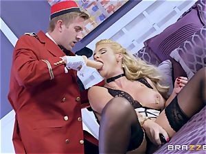 Real insane cougar Phoenix Marie gets deep service in motel room