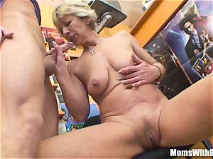 granny Miluska screwing A flick Store Clerk