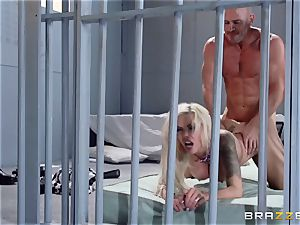 Nina Elle drills a mind-blowing con in front of her cuckold husband