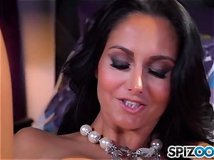 Ava Addams pulls out her big boobies