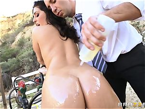 fabulous student Gracie Glam gets facialled outdoors