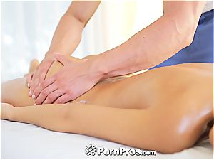 uber-sexy Lola rails a man rod after a steaming massage