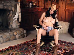 steamy cowgirl Jelena Jensen playthings her yummy honeypot