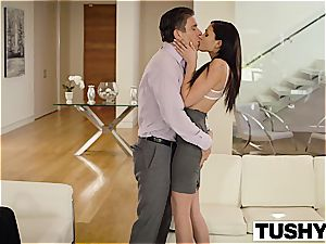 beautiful Ariana Marie buttfuck pounded
