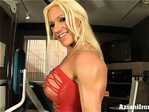 fitness model shows and rubs her coochie for you