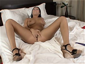 Pierced japanese London Keyes plays with her cooch in sofa