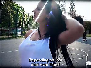 culos BUS - squirting German babe in steamy van bang