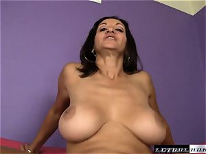 Spicy cougar Persia Monir gets a face full of dude goo