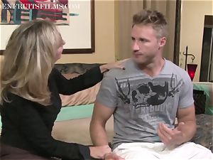 milf Jodi West pulverizes guy